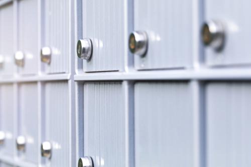 Monza lépcsőházi postaláda